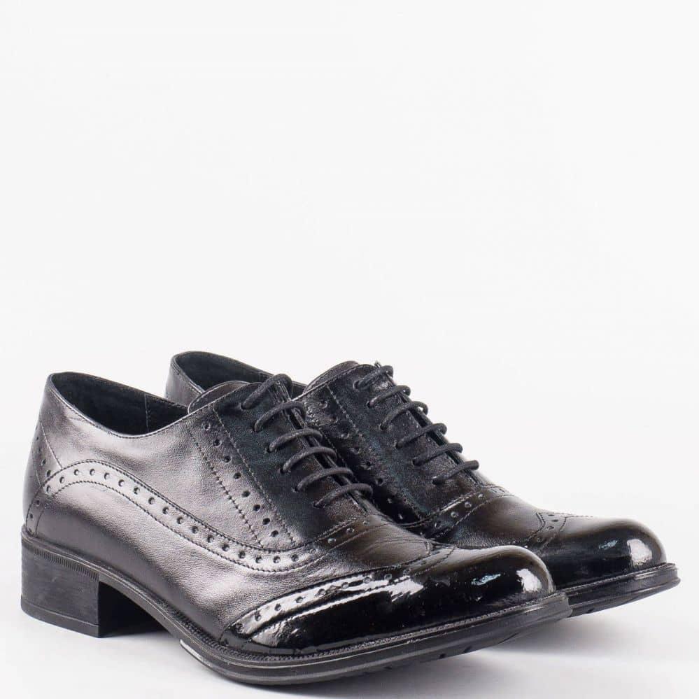 Класически дамски обувки в стил Оксфорд