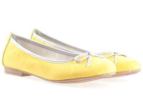 Жълти обувки с панделка