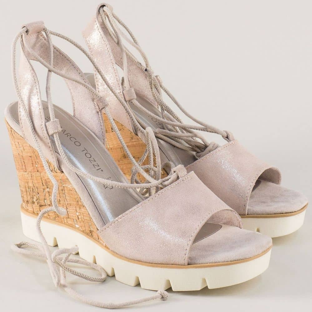 Бежови сандали на платформа